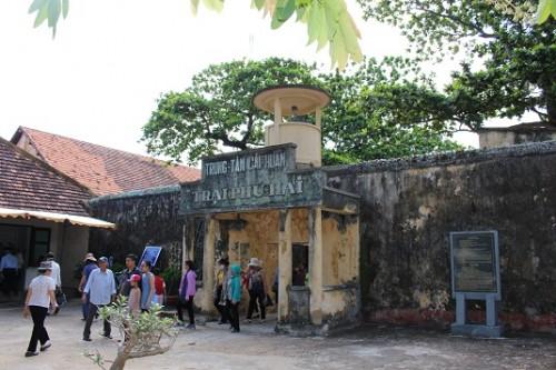 Tuyến tham quan: Nhà Chúa đảo – Cầu tàu 914 – Trại Phú Hải – Trại Phú Sơn –  Bảo tàng Côn Đảo - Chuồng Cọp Pháp – Chuồng Cọp Mỹ.